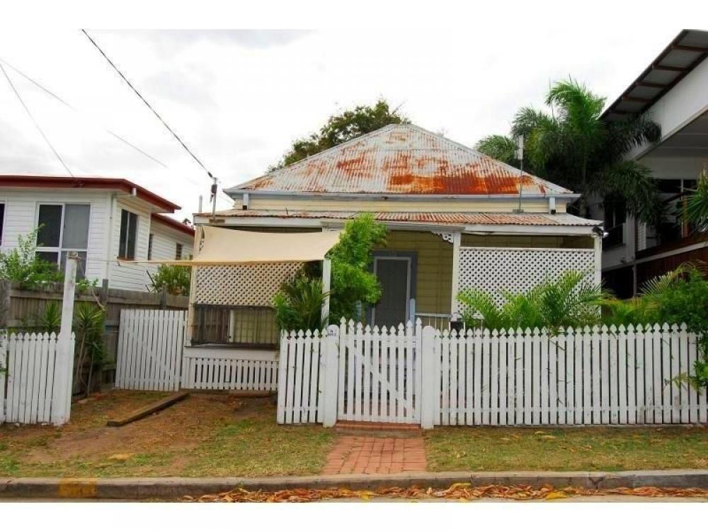 Townsville WEST END - Needs some TLC but it will be WORTH IT!!
