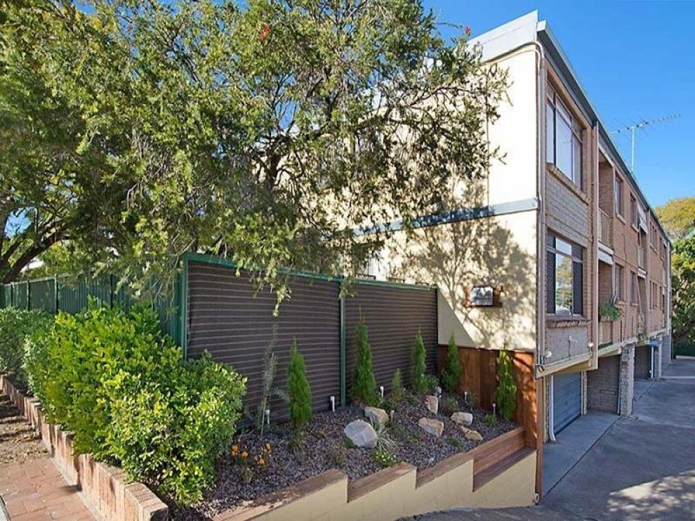 Greenslopes GEM !  …..Investors >?  Home Buyers >?  Be Quick!