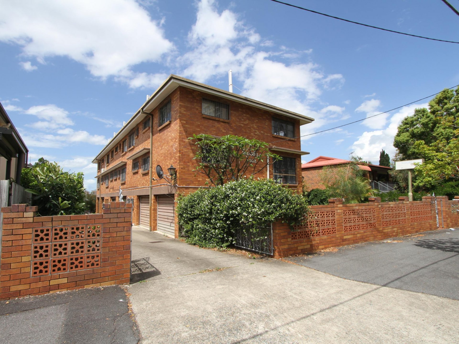 New Farm Brick 5 x 2 Bedroom Block of Units with 2 Street Frontage