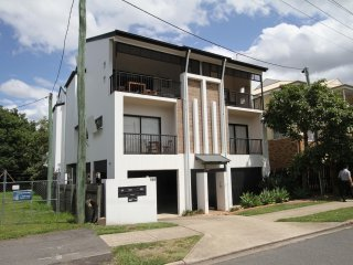 View profile: 6 x 2-3 Bedroom Units in the heart of New Farm