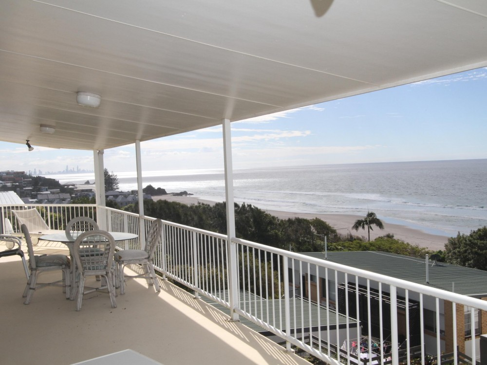 Tugun------Top Of the Hill-----Ocean View---- 70s Beach House