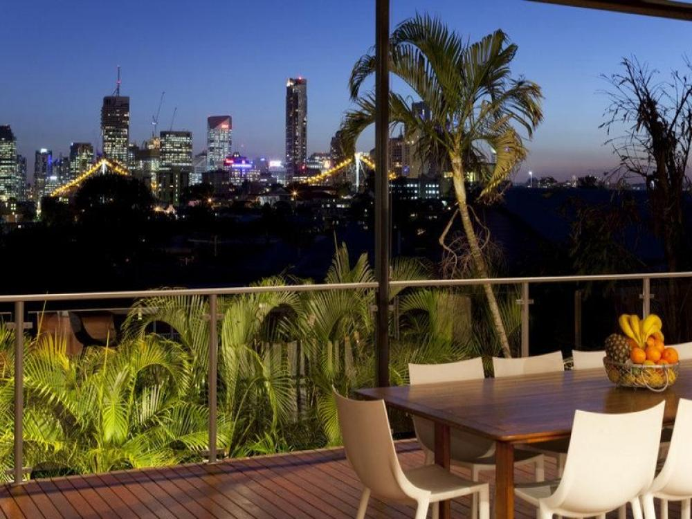 Spectacular city views and modern family lifestyle on Teneriffe Hill